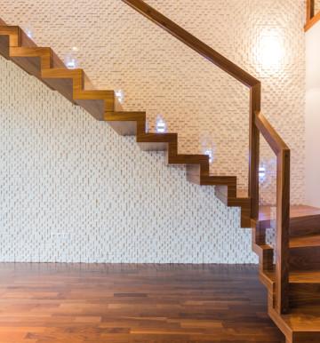 Panele podłogowe z połyskiem