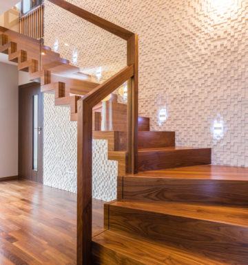 W jakich sytuacjach warto decydować się na schody dwubiegowe?